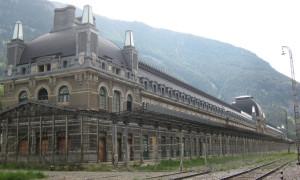 Verlaten treinstations: Canfranc station in Spanje