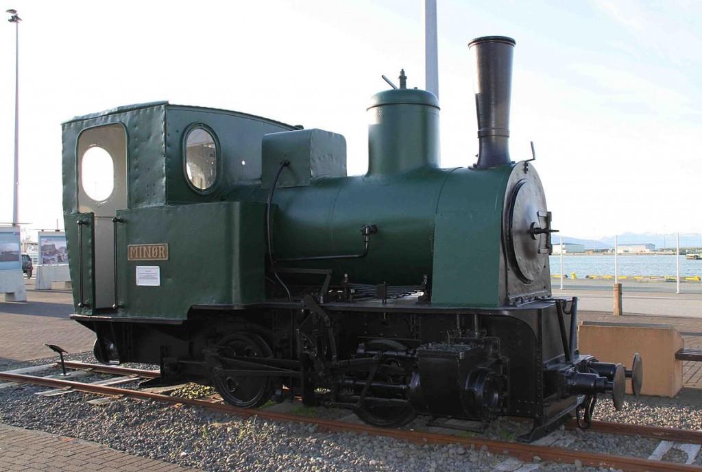 De laatste en enige herinnering aan de spoorwegen in IJsland. Dit is één van de locomotieven die toentertijd gebruikt werden. - ©Manfred E. Fritsche