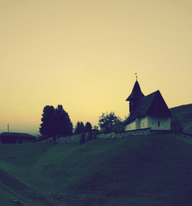 Het zonnige dorp in de mist – Arosa, Zwitserland