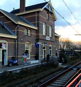 Naast het spoor: Pizza Station Dolomiti – Obdam, Nederland